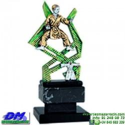 Trofeo Karate 5624 karateca premio diferentes alturas pallart tamaños chapa grabada