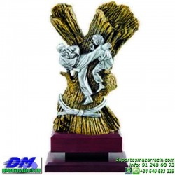 Trofeo Karate 5626 karateca premio diferentes alturas pallart tamaños chapa grabada